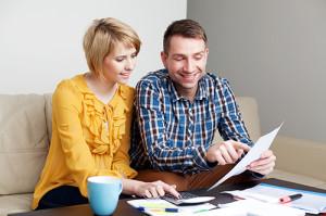 couple paying bills_72